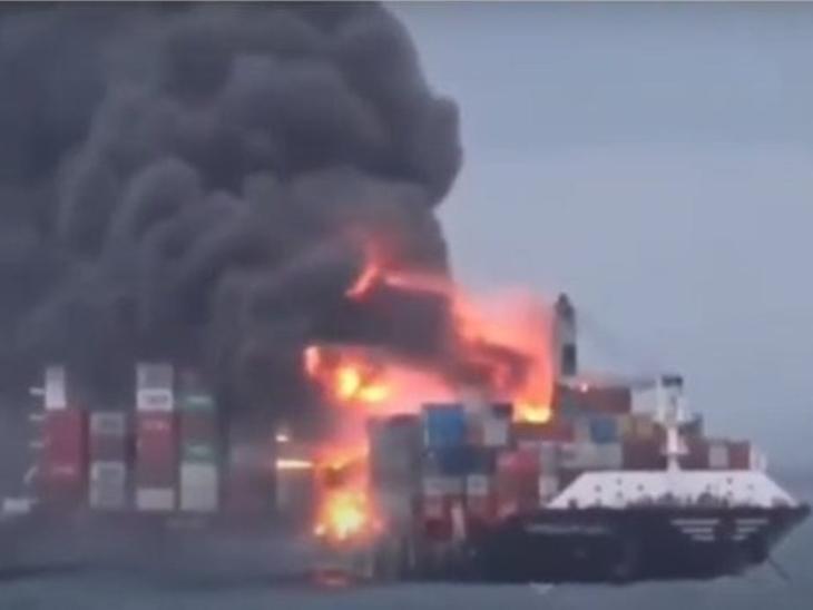 भारतीय कोस्ट गार्ड के वैभव और वज्र जहाज कोलंबो बंदरगाह पहुंचे, सिंगापुर के जहाज में लगी आग बुझाने में मदद करेंगे विदेश,International - Dainik Bhaskar