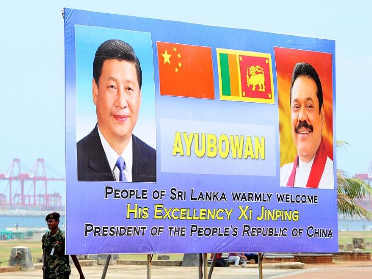 पिछले साल शी जिनपिंग श्रीलंका यात्रा पर आए थे। तब एयरपोर्ट से होटल तक इसी तरह के पोस्टर कोलंबो की सड़कों पर नजर आए थे।