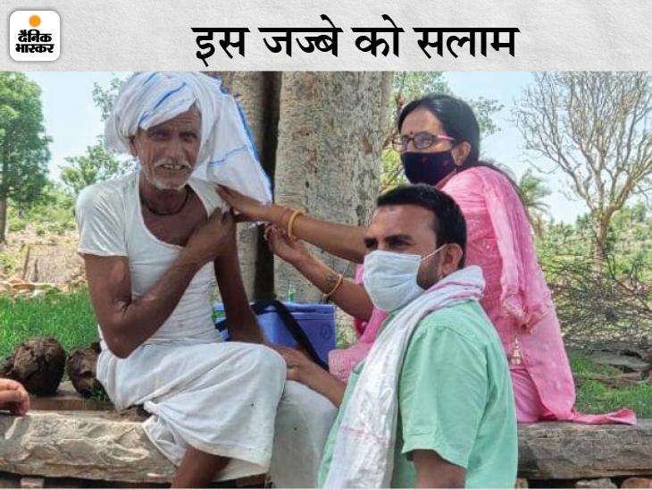 घने जंगल से होते हुए गांव तक पहुंचे, सरपंच को देखा तो टीका लगाने को राजी हुए ग्रामीण अलवर,Alwar - Dainik Bhaskar