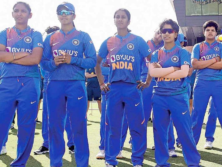 महिला क्रिकेट टीम पिछले टी-20 वर्ल्ड कप और वनडे वर्ल्ड के फाइनल में जगह बनाने में सफल रही। महिला खिलाड़ियों को 3 ग्रेड में बांटा गया है। ग्रेड A में 3, ग्रेड B में 10 और ग्रेड C में 6 खिलाड़ी शामिल हैं। A ग्रेड को सालाना 50 लाख, B ग्रेड को 30 लाख और ग्रेड C को सालाना 10 लाख मिलेंगे। - Dainik Bhaskar