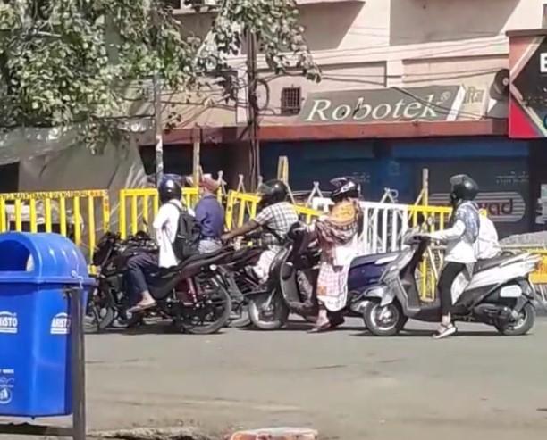 भोपाल में बैंक अधिकारियों को बैंक जाने से रोका; यूनाइटेड फोरम ऑफ बैंक यूनियंस ने कलेक्टर से कहा- बैंक बंद करवा दें|भोपाल,Bhopal - Dainik Bhaskar