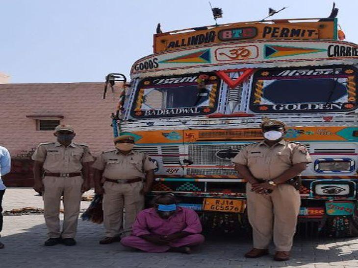 मिनी ट्रक में चावल के कट्टों के पीछे छुपाकर रखी थीं शराब की 1154 पेटियां, एक तस्कर गिरफ्तार|पाली,Pali - Dainik Bhaskar