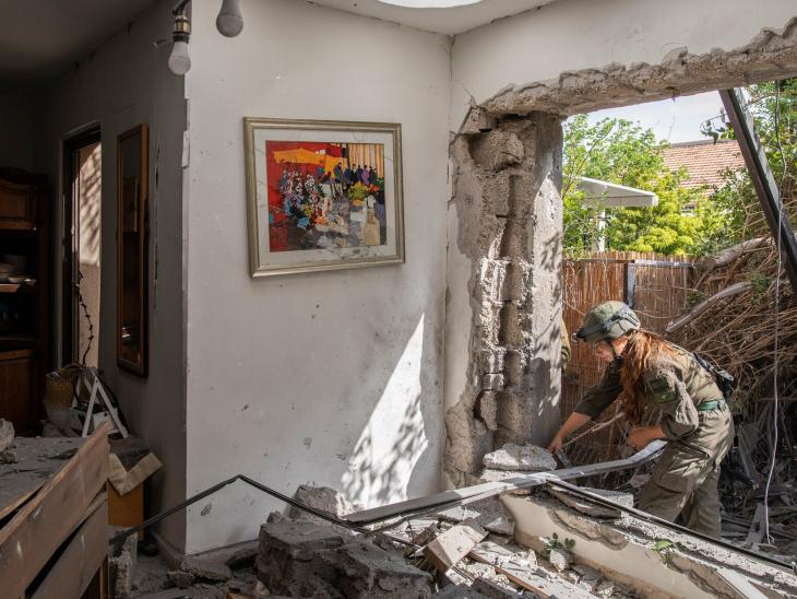 हमास के कुछ रॉकेट्स इजराइली शहर एश्केलोन में भी गिरे थे। यहां 2 लोगों की मौत हुई थी। - Dainik Bhaskar