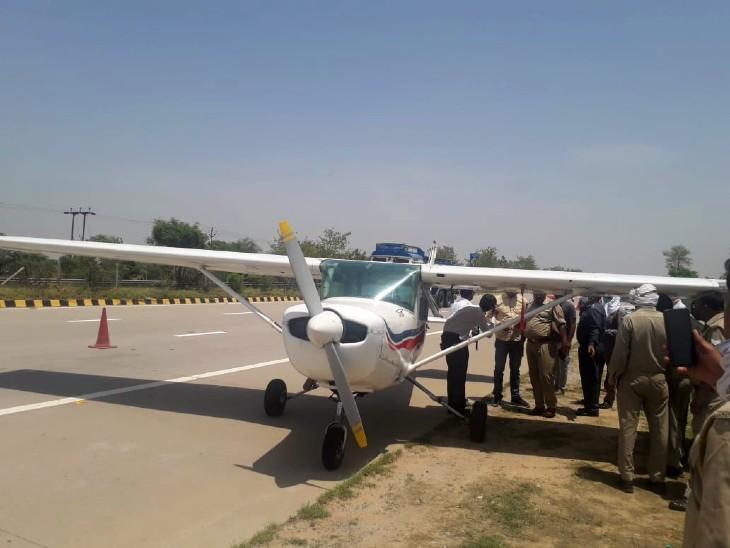 ट्रेनी विमान हरियाणा के नारनौल से अलीगढ़ जा रहा था। - Dainik Bhaskar