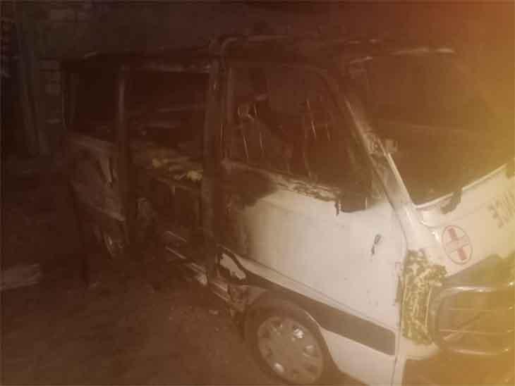 मरीज को लेकर आ रही थी, गैस रिसाव से अचानक लगी आग; महिला सहित उसके दोनों बेटे झुलसे, तीनों जोधपुर रेफर जोधपुर,Jodhpur - Dainik Bhaskar