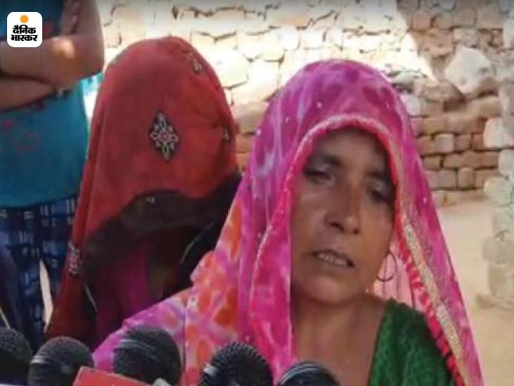 जहरीली शराब ने एक मां के बुढापे का सहारा भी छीन लिया। पुष्पा ने बताया कि बेटे ने गुरुवार रात को ठेके से खरीदकर शराब पी थी। आज सुबह उसकी मौत हो गई।