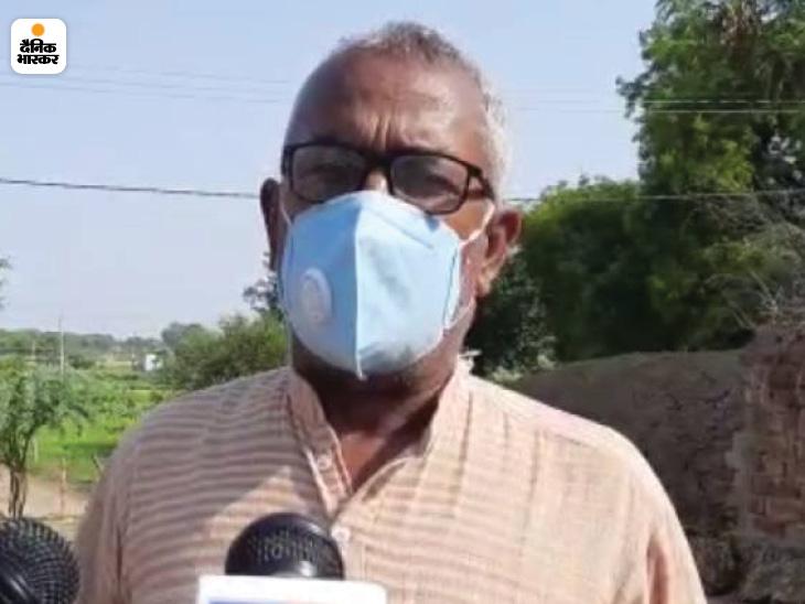 गांव के बुजुर्ग रंजीत सिंह ने बताया कि पिछले दो-तीन दिनों से ठेके से शराब पीकर लोग बीमार पड़ रह थे। लेकिन प्रशासन ने ध्यान नहीं दिया।