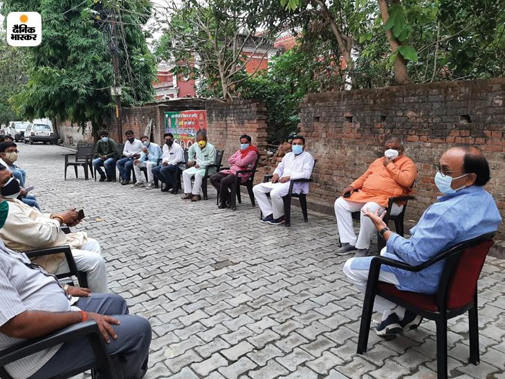 प्रयागराज में मंत्री सिद्धार्थ सिंह ने कहा- कार्यकर्ता घर-घर जाकर वैक्सीनेशन के लिए लोगों को प्रेरित और मेडिकल टीम का सहयोग करें प्रयागराज (इलाहाबाद),Prayagraj (Allahabad) - Dainik Bhaskar