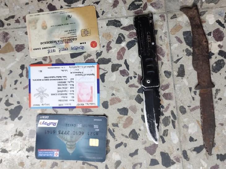 वर्दी पहनकर घूम रहा था संदिग्ध युवक, आर्मी इंटेलिजेंस और पुलिस ने घेराबंदी कर पकड़ा; दो चाकू और दस्तावेज जब्त सागर,Sagar - Dainik Bhaskar