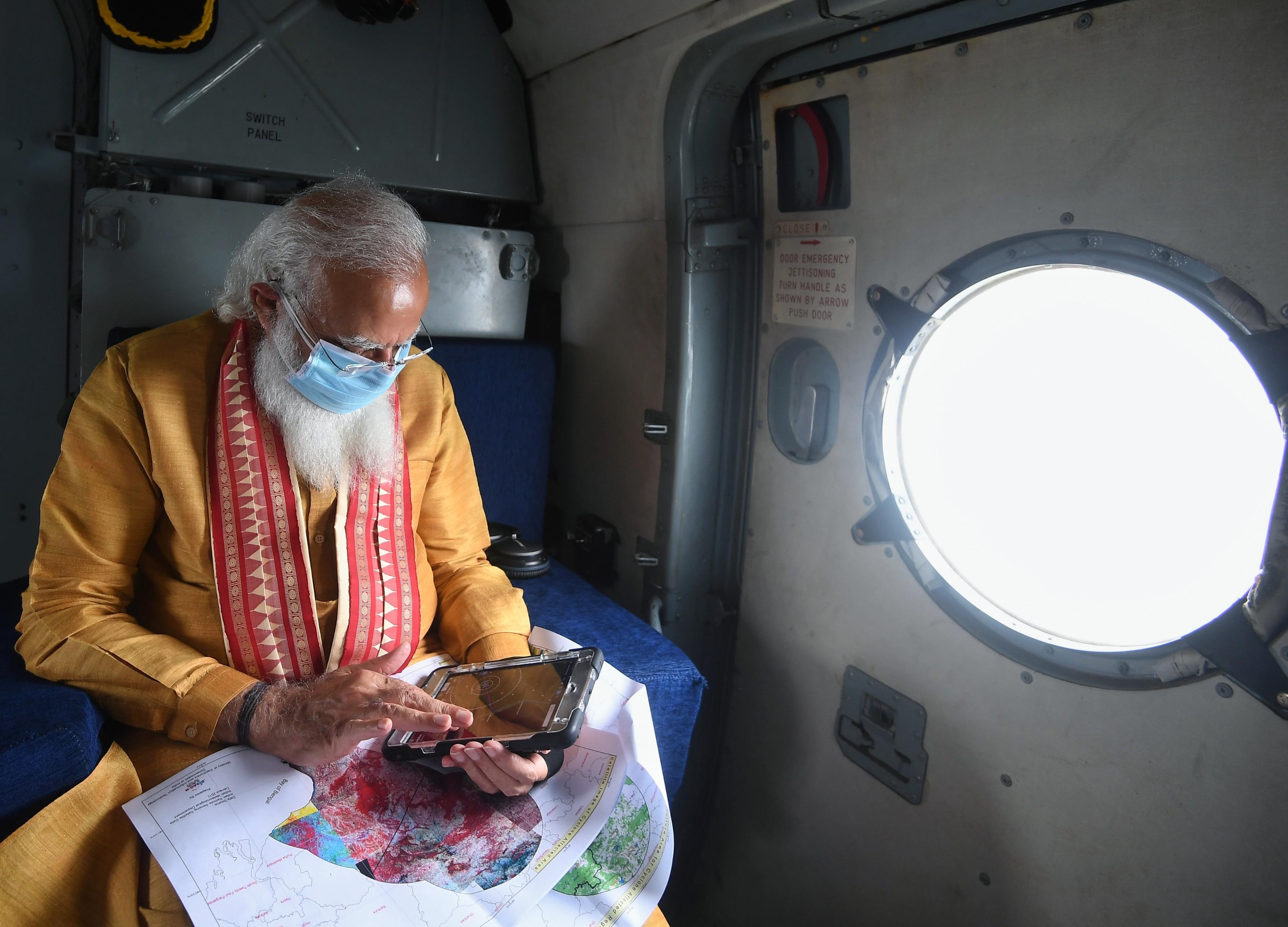 प्रधानमंत्री मोदी ने ओडिशा के भद्रक-बालेश्वर जिलों और पश्चिम बंगाल के पूर्व मेदिनीपुर का हवाई सर्वे किया।