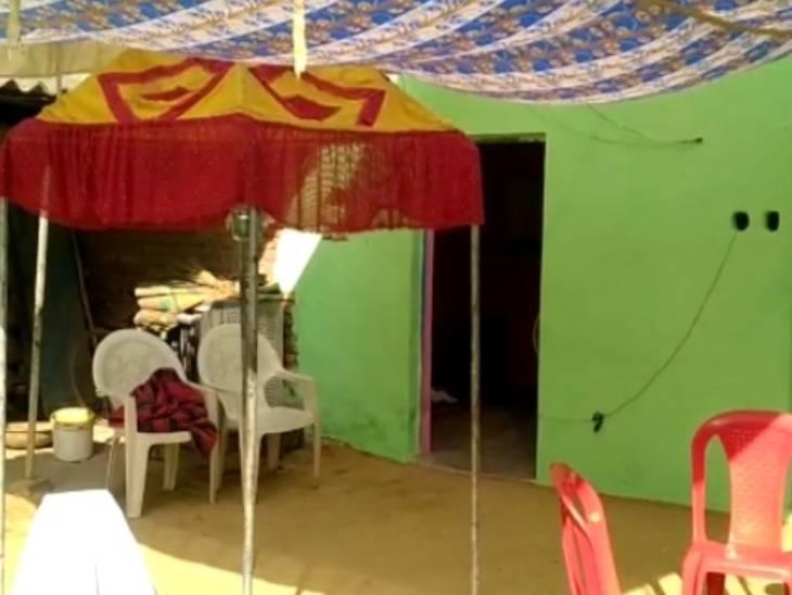 दुल्हन के घर पसरा सन्नाटा। किसी तरह रस्म अदायगी कर दुल्हन को विदा किया गया। - Dainik Bhaskar