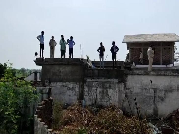 जबलपुर में चोरों ने 6 लाख नकदी, 40 तोला सोने के जेवर और 5 किलो चांदी सहित अन्य सामान समेट ले गए चोर, बगल के घर में भी चोरी का प्रयास|जबलपुर,Jabalpur - Dainik Bhaskar