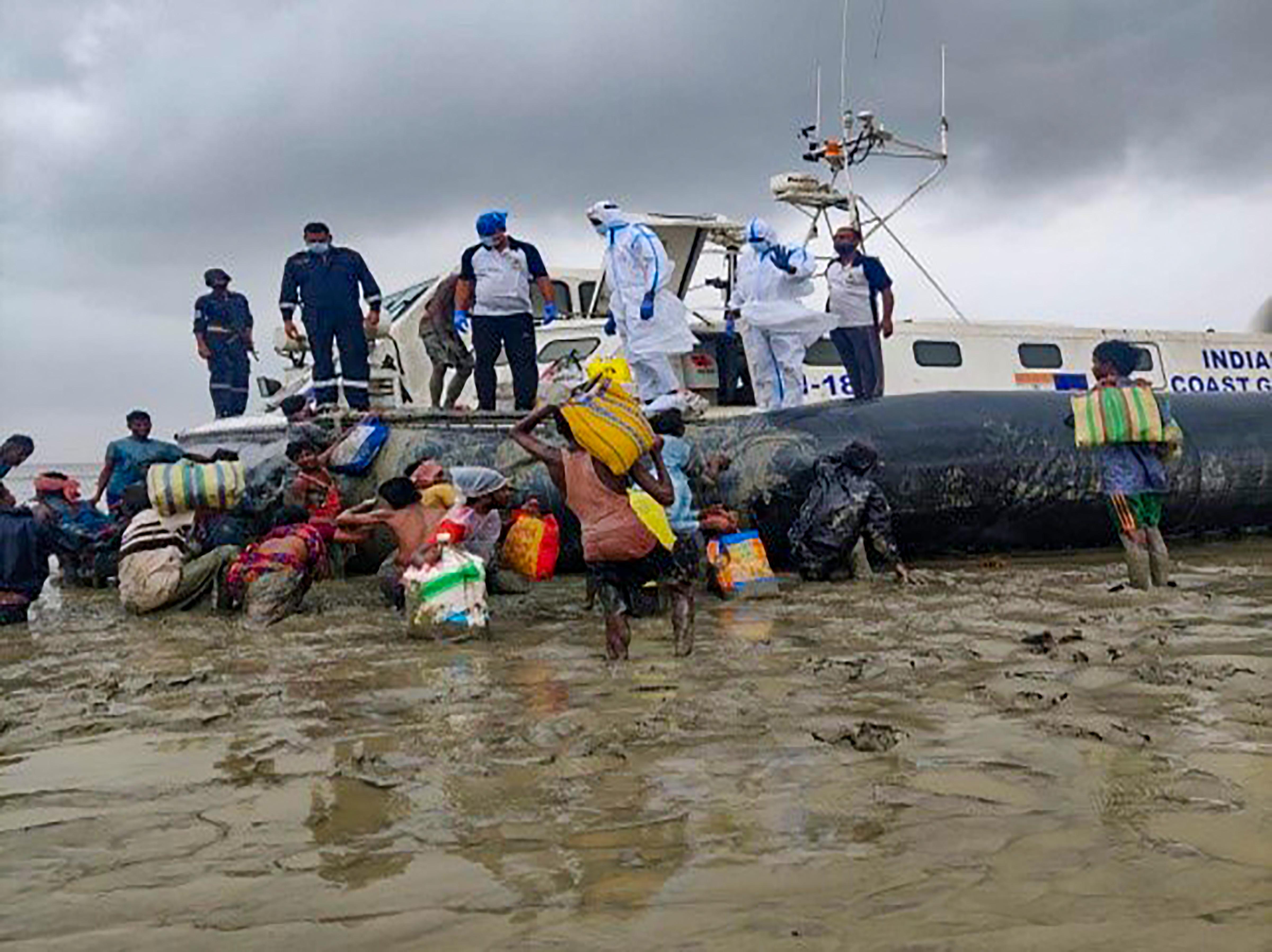 समुद्री तूफान यास की वजह से ओडिशा में 3 लोगों की मौत हुई है। यहां लोगों की मदद के लिए NDRF की 46 टीमें तैनात की गईं थीं।