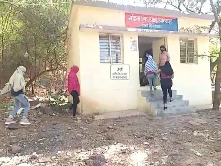 शनिवार को सभी 6 युवतियों को कोर्ट में पेश किया गया। जिसके बाद उन्हें जेल भेज दिया गया है। - Dainik Bhaskar
