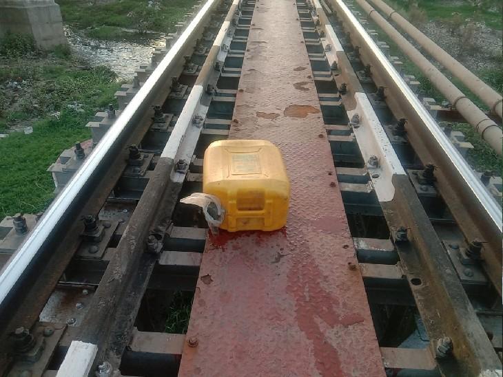 कंजरों के डेरे पर दबिश देने पहुंची आबकारी टीम; माल जब्त कर लाते समय मजदूर की ट्रेन की चपेट में आने से मौत, भाग आए अधिकारी|ग्वालियर,Gwalior - Dainik Bhaskar