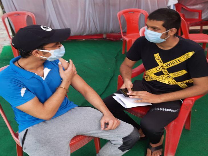 टारगेट 28 लाख को टीका लगाने का, अब तक 10 लाख ने ही लगवाया, 45 से 60 साल तक के सिर्फ 47% ने ही लगवाई वैक्सीन, युवा बोले - स्लॉट का कुछ करें|इंदौर,Indore - Dainik Bhaskar