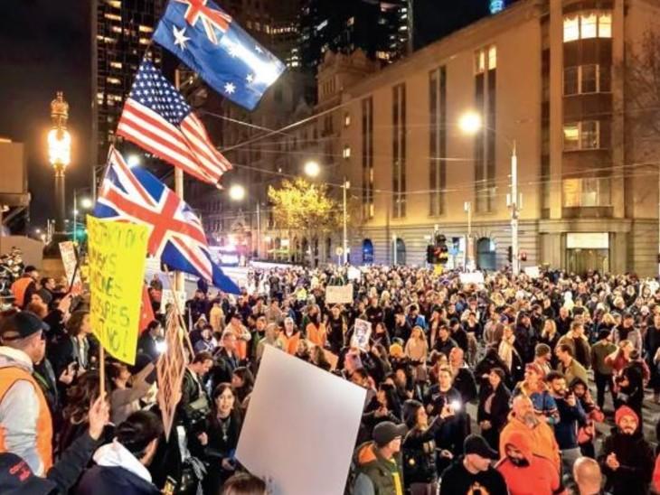ऑस्ट्रेलिया के विक्टोरिया राज्य में चौथी बार लॉकडाउन से गुस्सा भड़क गया और लोग विरोध करने सड़कों पर उतर आए। - Dainik Bhaskar