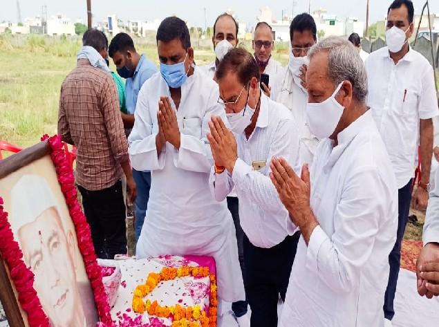 मेरठ में लोकदल के कार्यकर्ताओं ने किया याद, कहा- सरकार तानाशाही दिखाते हुए किसानों पर मुकदमा दर्ज कर रही मेरठ,Meerut - Dainik Bhaskar