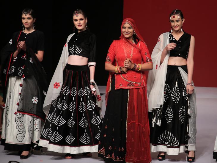 श्रीलंका, अमेरिका, जर्मनी सहित कई देशों में आयोजित फैशन शो में रूमा भाग ले चुकी हैं और लोगों की तारीफें बटोर चुकी हैं।