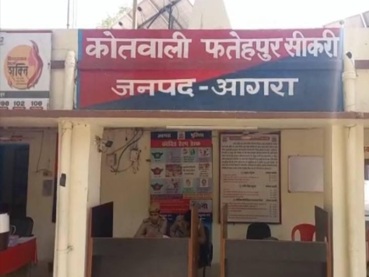 बीमार मां के सामने बाप करता था मंद बुद्धि बेटी से दुष्कर्म, 9 साल के बेटे ने खोली पोल; पुलिस ने हिरासत में लिया|आगरा,Agra - Dainik Bhaskar
