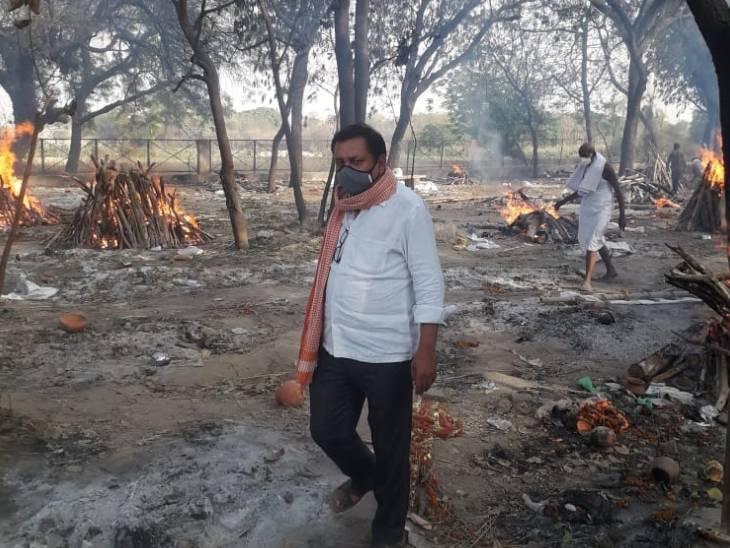 लखनऊ में गोमती के घाटों पर चिता जलाकर गए परिवार लौटकर अस्थियां लेने नहीं आए, अब अस्थियों का विसर्जन करेंगे समाजसेवी|लखनऊ,Lucknow - Dainik Bhaskar