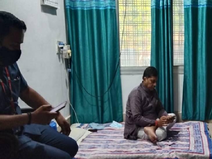 BJP विधायक अपनी ही सरकार के नौकरशाहों से परेशान, बिजली विभाग की समस्या को लेकर अधीक्षण यंत्री कार्यालय में दिया धरना|रीवा,Rewa - Dainik Bhaskar