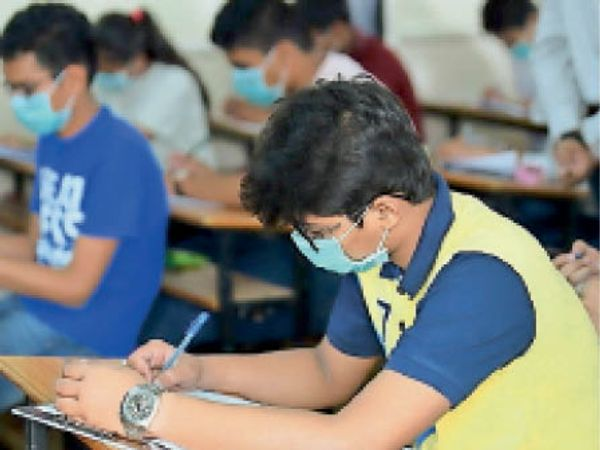 कोरोना पीडि़त विद्यार्थी भी दे सकेंगे 12वीं की परीक्षा, किसी परिचित को भेजकर मंगवा सकेंगे प्रश्न-पत्र और आंसरशीट रायपुर,Raipur - Dainik Bhaskar