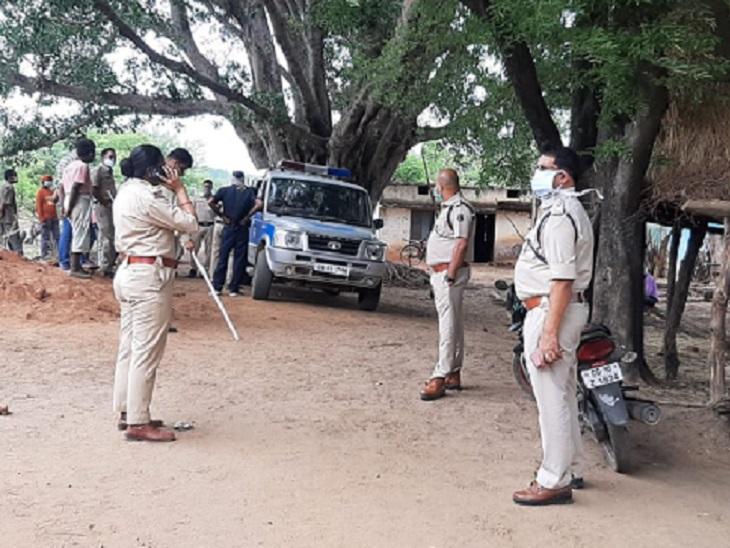 पुलिस ने 7 और लोगों को हिरासत में लिया है। उनकी शिनाख्त परेड कराई जा रही है।