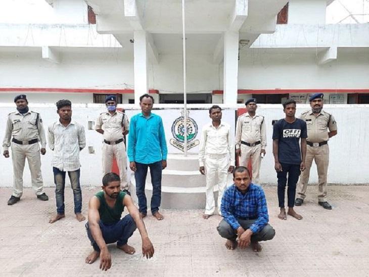 सरपंच सहित 8 लोगों को गिरफ्तार किया गया है। 14 अभी भी फरार हैं।