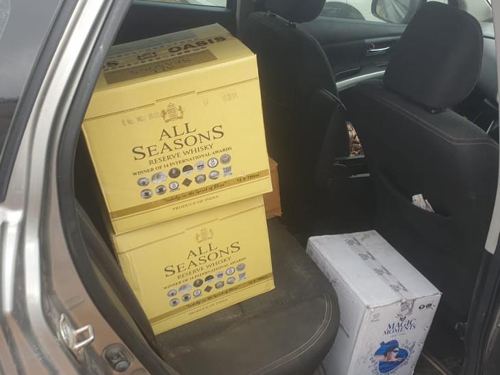 गाड़ियों में भी रखी जा रही थी शराब।