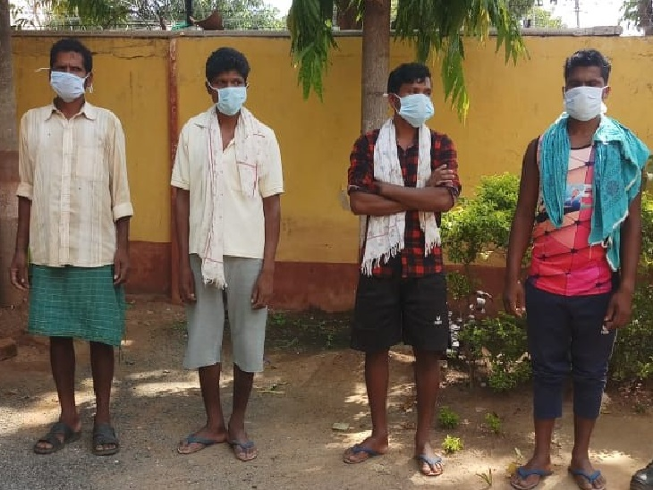 बस्तर के नारायणपुर से पकड़े गए तीन इनामी समेत चार नक्सली। - Dainik Bhaskar