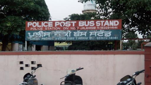 महिला की आंख में स्प्रे डाल कैश व मोबाइल वाला लिफाफा ले भागे स्नेचर, पुलिस CCTV खंगालने में जुटी|जालंधर,Jalandhar - Dainik Bhaskar
