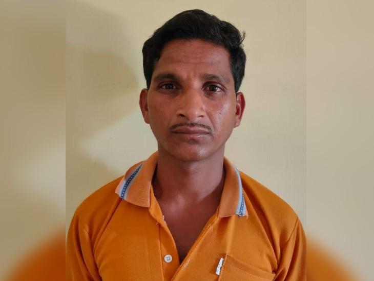 मेढ़पाल के जंगलों से गिरफ्तार किया गया मड़काम साधु (30)।
