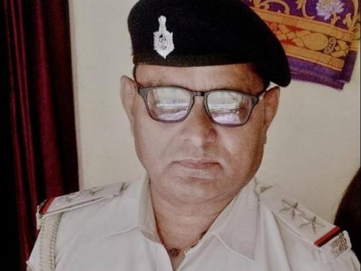 खगड़िया में अपने सरकारी आवास में बैठकर शराब पी रहे थे SI, इंस्पेक्टर ने रंगेहाथ पकड़ा तो SP ने भेजा जेल|खगरिया,Khagaria - Dainik Bhaskar