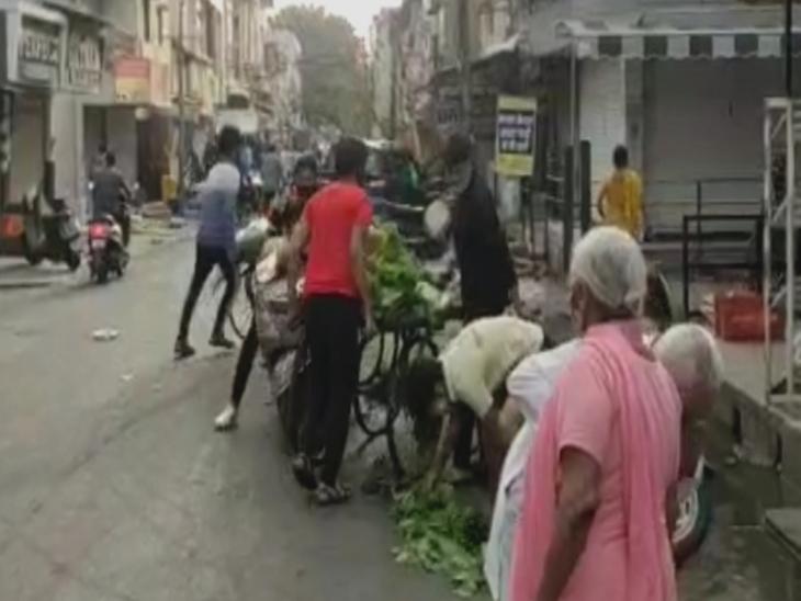 सिंधी कॉलोनी में बैखोफ खड़े थे सब्जी के ठेले, निगम सुपरवाइजर को बर्खास्त करने का प्रस्ताव|इंदौर,Indore - Dainik Bhaskar