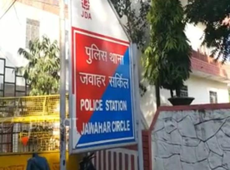 जयपुर के जवाहर सर्किल इलाके में अज्ञात बदमाशों ने तीन युवकों को बंधक बनाया। इनमें दो को पटक दिया और तीसरे का अपहरण कर भाग निकले। - Dainik Bhaskar