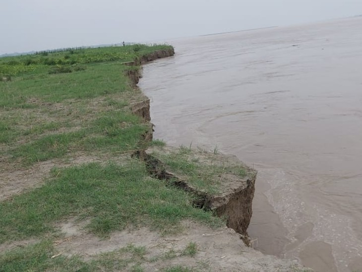 मोतिहारी के पुछरिया गांव में तेजी से हो रहा मिट्टी का कटाव, किसानों में डर, खेती की जमीन खत्म कर रही नदी|बिहार,Bihar - Dainik Bhaskar