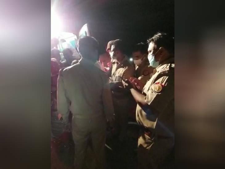हादसे के बाद मौके पर पहुंची पुलिस। पुलिस ने सुरक्षित बची सवारियों को दूसरी बस से रवाना किया।