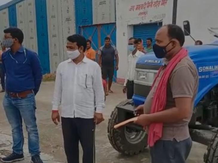 रोहतास के किसानों के लिए पहुंचा 33 ट्रैक्टर, भाड़े पर लेकर किसान कर सकेंगे खेती, पैक्स को भी होगा इनकम|बिहार,Bihar - Dainik Bhaskar