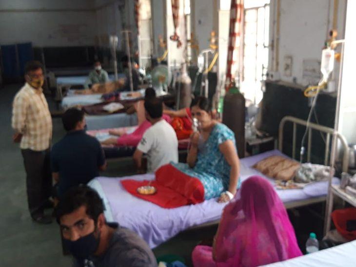 एक महिला ने दम तोड़ा, परिजन का आरोप- ऑक्सीजन नहीं मिलने से हुई मौत; 4 घंटे तक नहीं आई बिजली|अजमेर,Ajmer - Dainik Bhaskar