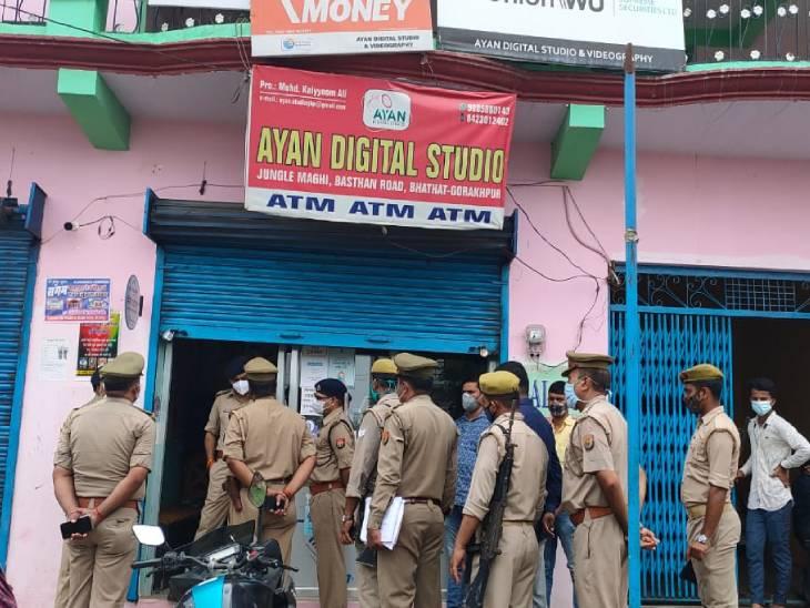 मास्क लगाकर जनसेवा केंद्र पहुंचे 5 बदमाश, दो लाख रुपए लूटकर फरार; ADG बोले- जल्द पकड़े जाएंगे सभी|गोरखपुर,Gorakhpur - Dainik Bhaskar