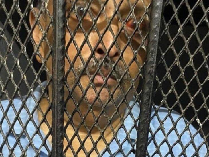 गिरफ्तारी के बाद डोमिनिका के जेल से मेहुल की यह तस्वीर सामने आई है। सलाखों के पीछे कैद चौकसी स्काई कलर की टी-शर्ट में दिख रहा है।