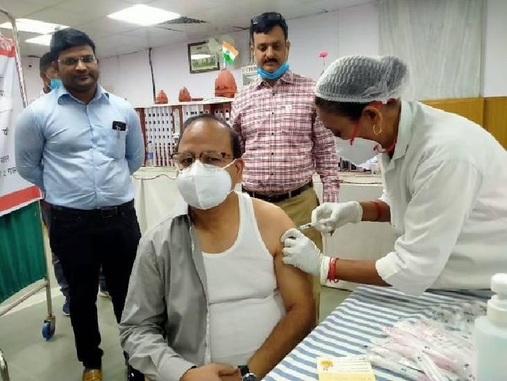 12 साल से कम उम्र के बच्चों के अभिभावक 1 जून से लगवा सकेंगे टीका, तीन स्वास्थ्य केंद्रों पर होगा वैक्सीनेशन|वाराणसी,Varanasi - Dainik Bhaskar