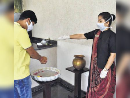 सस्ते पैकेज ऑफर कर चुके होटल-रिसोर्ट्स में अब वैक्सीन का सर्टिफिकेट दिखाने पर भी डिस्काउंट उदयपुर,Udaipur - Dainik Bhaskar