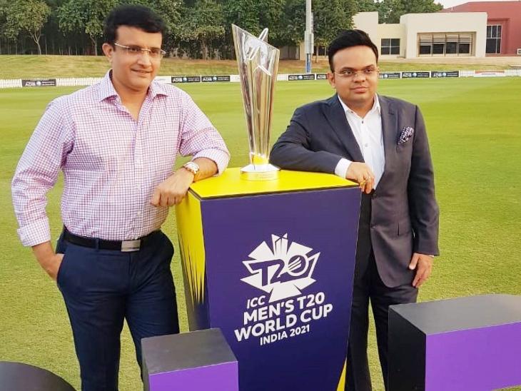 ICC टी-20 वर्ल्ड कप ट्रॉफी के साथ सौरव गांगुली और जय शाह।
