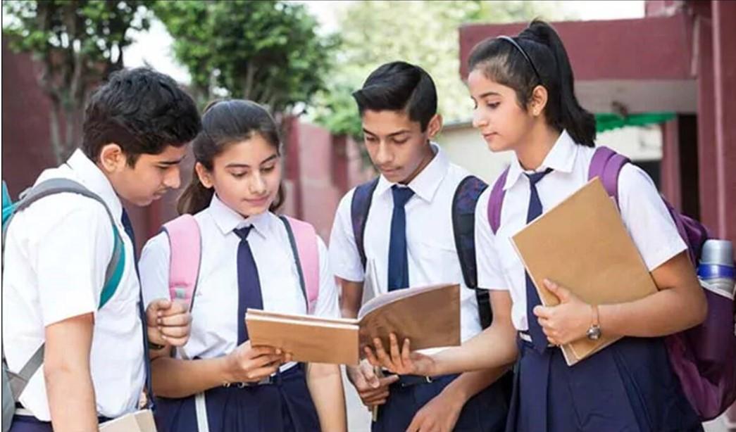 12वीं की परीक्षा रद्द होने से छात्रों के मन में अब भविष्य को लेकर सवाल खड़ हो गए हैं। - प्रतीकात्मक फोटो - Dainik Bhaskar