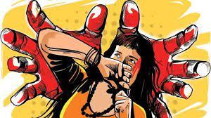 बकरी चराने गई बच्ची से चाचा ने की दरिंदगी, पुलिस ने आरोपी को थाने में बैठाया, बता रही फरार लखनऊ,Lucknow - Dainik Bhaskar