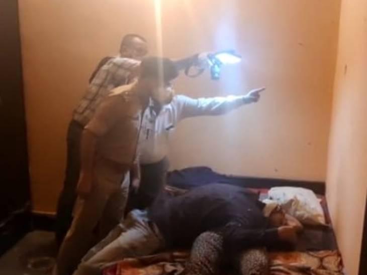 नोएडा में युवक ने पत्नी को मारी गोली, फिर कर ली खुदकुशी, एक साथ दोनों के मिले शव|मेरठ,Meerut - Dainik Bhaskar
