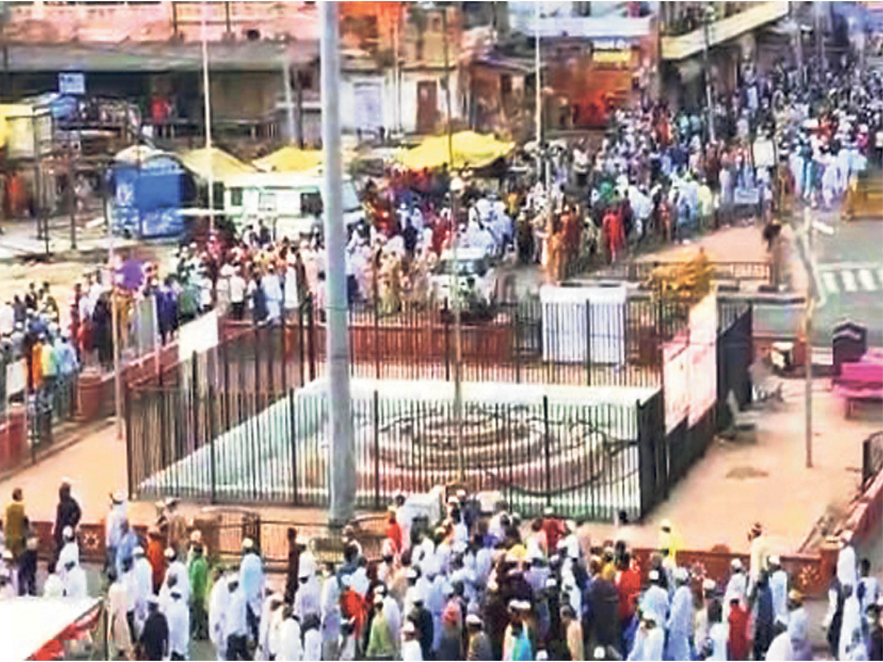 कोरोना से बचाने के लिए जिन हाजी की अपील पर ईद का जुलूस टाला था, उन्हीं की अंतिम यात्रा में जुटे 15 हजार लोग|जयपुर,Jaipur - Dainik Bhaskar