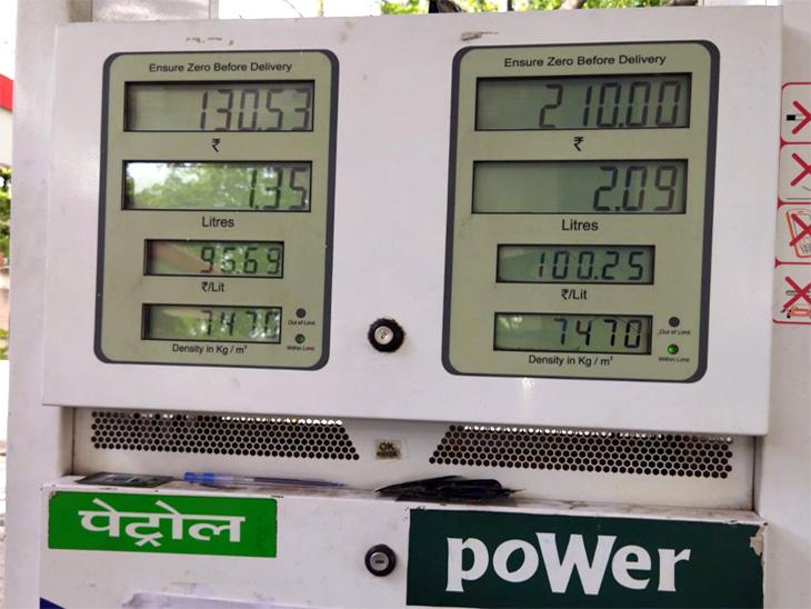 चंडीगढ़ में पावर पेट्रोल करीब 95 रुपएप्रति लीटर तो पंजाब के मोहाली में प्रति लीटर 100.25 पैसे बिक रहा,सिंपल पेट्रोल मोहाली में 95 रुपएप्रति लीटर से अधिक हुआ चंडीगढ़,Chandigarh - Dainik Bhaskar